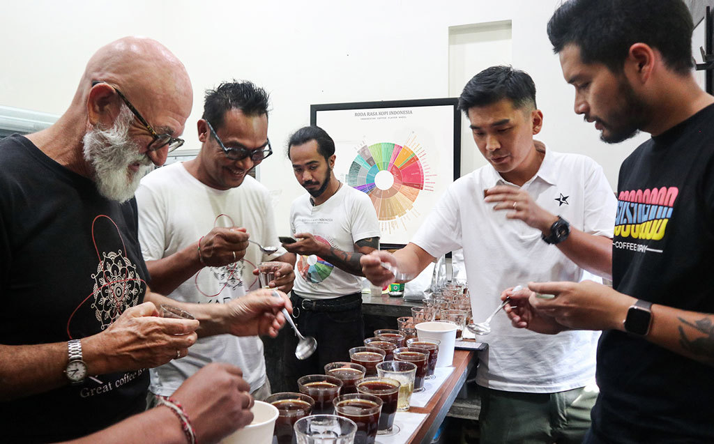 indonesian_coffee_seniman_cupping